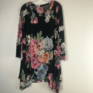 HONEYME CURVY Floral and Black Long Sleeve Tunic